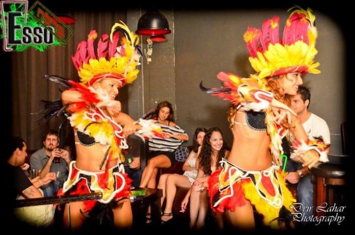 מופע ריקודים במסיבה ברזילאית במועדון ESSO בר