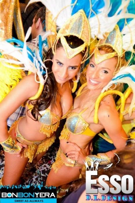 מופע סמבה במסיבה ברזילאית במועדון ESSO בר