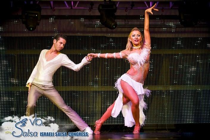רקדנית סלסה - אנהסליה-דה סילבה בקונגרס הסלסה