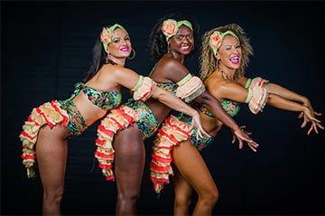 רקדניות ברזילאיות - תלבושות מקוריות