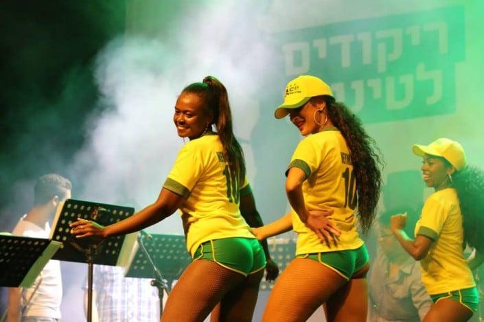 ריקודי שורות ברזילאיים - Axe Bahia