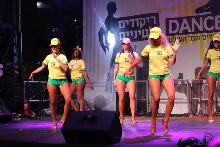 רקדניות AnnasDance - ריקודי שורות ברזילאיים - Axe Bahia