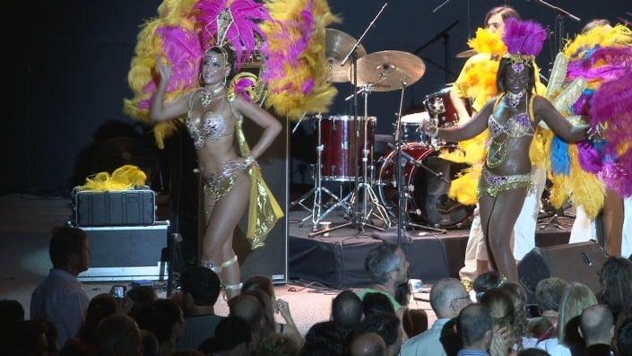 קרנבל ברזילאי - רקדניות סמבה - להקת אנסדאנס