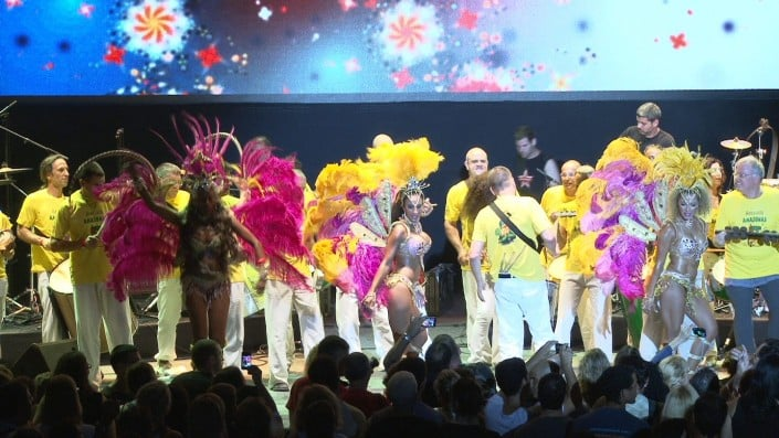 קרנבל ברזילאי - רקדניות סמבה בטוקדה - להקת אנסדאנס