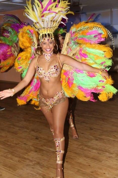 רקדניות סמבה רקדנית סמבה - להקת אנסדאנס