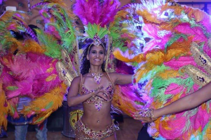 רקדיות סמבה רקדנית סמבה - להקת אנסדאנס