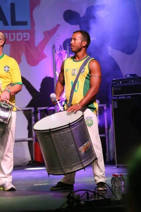 רקדני קפואירה ומתופפי בטוקדה ברזילאיים - אנאסדאנס