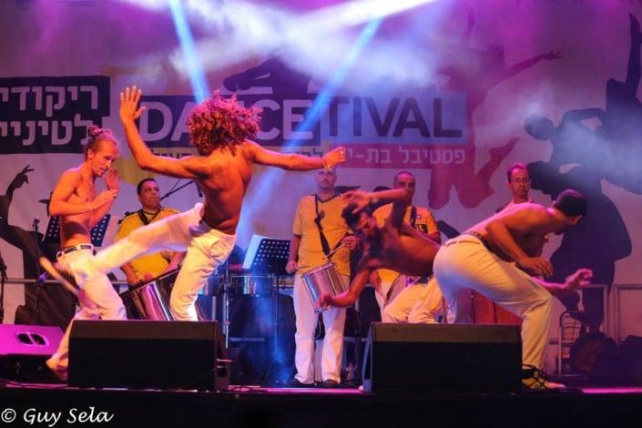מופע קפואירה - להקת אנס דאנס - רקדני קפואירה ברזילאיים