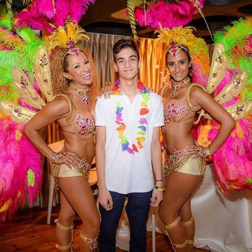רקדניות ברזילאיות לבר-מצווה