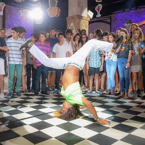 רקדני קפואירה ברזילאיים
