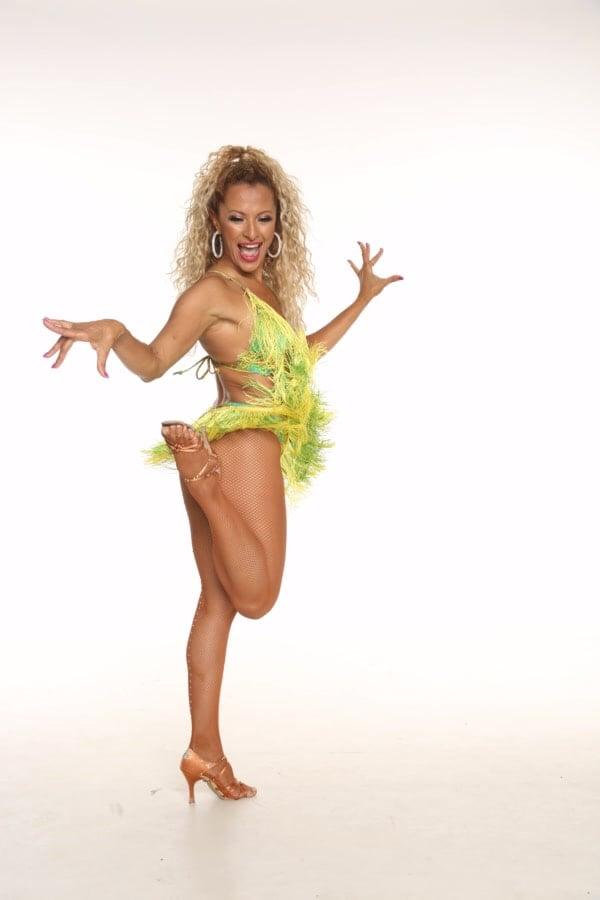 אנהסליה דה-סילבה - מנהלת וכוריאוגרפית בלהקת רקדניות ברזילאית של אנסדאנס