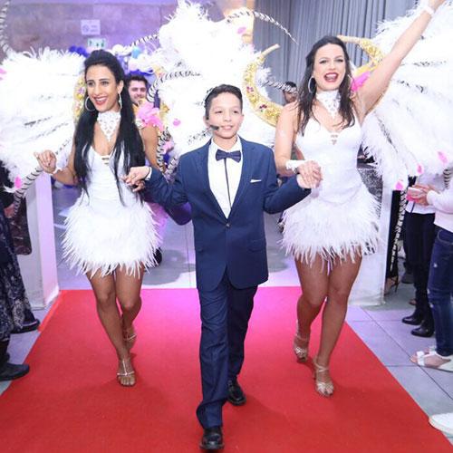 כניסת בר מצווה עם רקדניות ברזילאיות לבר מצווה של אנסדאנס - להקה ברזילאית לאירועים